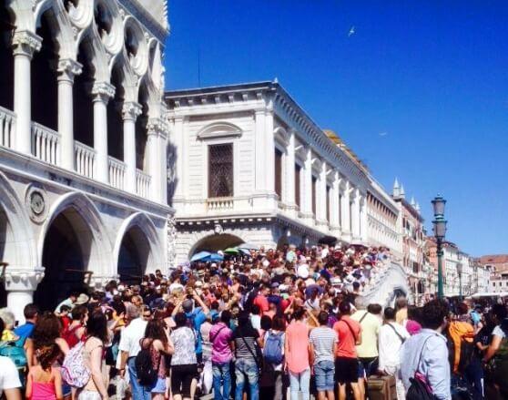 Ma quanti turisti ci stanno a Venezia ?